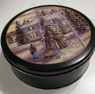 cookie-tins-trimming